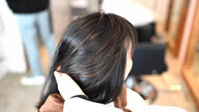 パーソナルカラー診断を元にしたハイライトで、黒髪はどう変わる!?